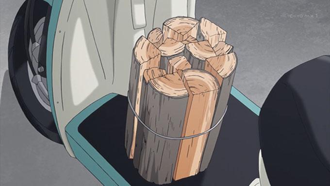 ゆるキャン△ リン 原付バイク 薪束