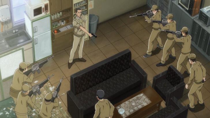 ひぐらしのなく頃に 業 拳銃を取り出した小此木鉄郎が番犬部隊に囲まれる